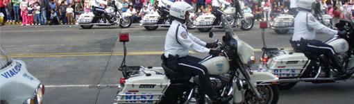 Mexikanische Polizei bei einer Umzugsparde in Guadalajara